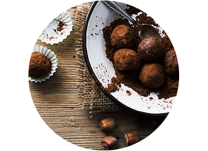 Schokoladenkugeln in einer Schüssel